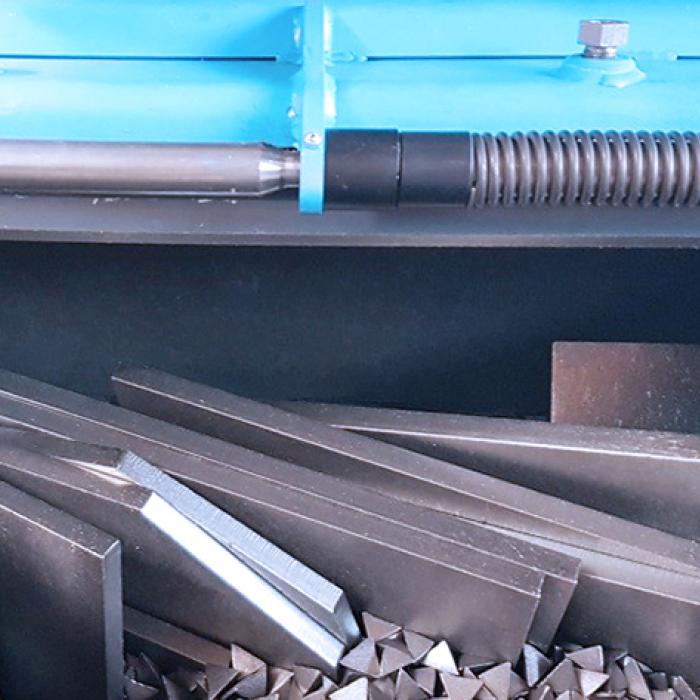 Ebavurage en tonneau - Chargement d'une cuve PX300 - SPK Solutions