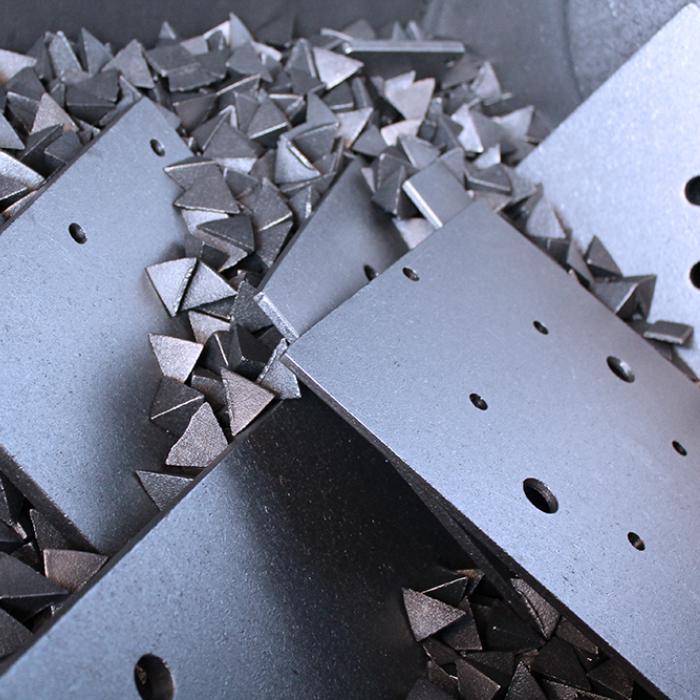 Ebavurage en tonneau - Ebavurage et décalaminage de platine - SPK Solutions