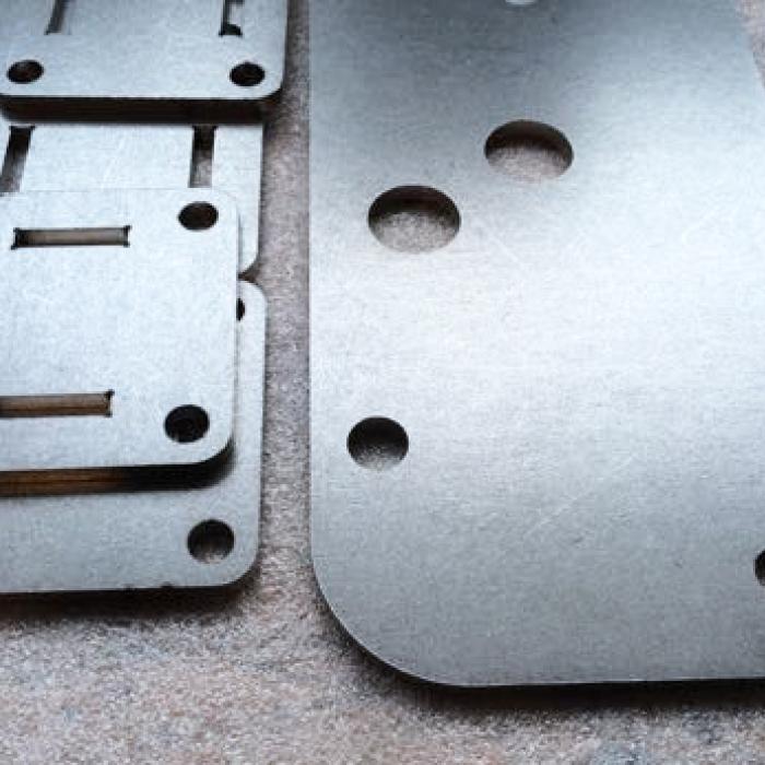 Ebavurage en tonneau, Vos Besoins - Ebavurage de pièces découpées au laser - SPK Solutions