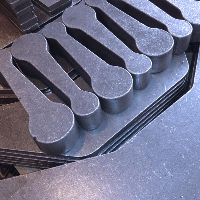 Ebavurage en tonneau, Vos Besoins - Ebavurage et décalaminage de pièces oxycoupées - SPK Solutions