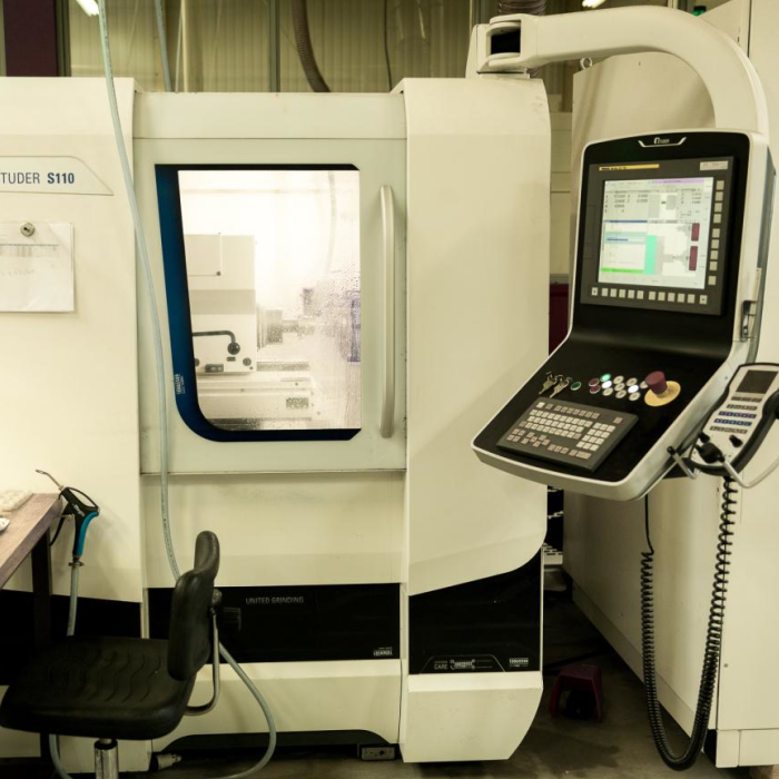 Machining ceramics and hard materials - Studer S110 - Rubis Precis Group